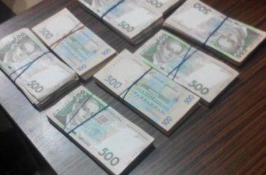 В Запорожье чиновник Фискальной службы попался на крупной взятке