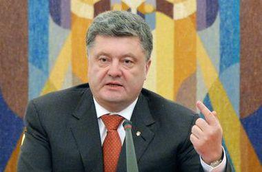Введение миротворцев в Донбасс нужно обсуждать в минском формате – Порошенко