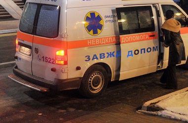 В Полтаве спасатели освободили трех людей, на которых упала стена дома