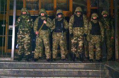 """Порошенко приказал разоружить всех лиц, находящихся в здании """"Укрнафты"""" - Наливайченко"""