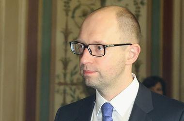 """Яценюк приказал местным властям """"донести"""" субсидии до народа"""