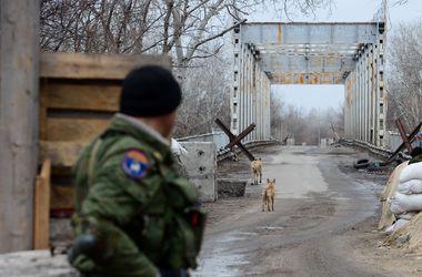 """Украинских военных в Луганской области атаковали """"казаки"""""""