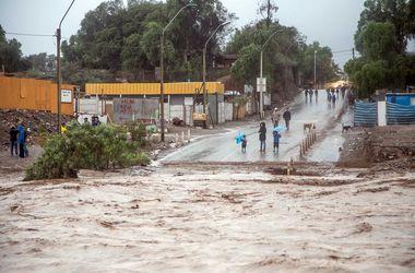 Мощное наводнение поглощает Чили
