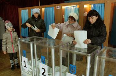 Местные выборы могут отложить из-за низких рейтингов партий Порошенко и Яценюка - источники