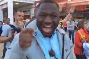Темнокожий фанат сборной Украины у стадиона в Севилье