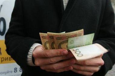 """Эксперты объяснили, куда """"утекают"""" забранные из банков деньги"""