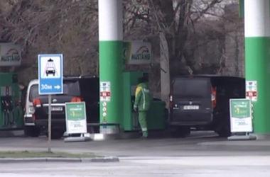 Житель Днепропетровска ограбил заправку с помощью зажигалки и футболки