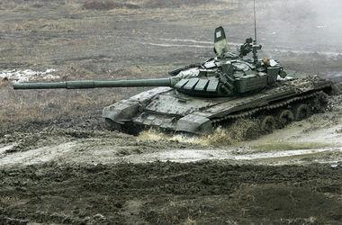 Под Луганском сняли колонну тяжелой бронетехники