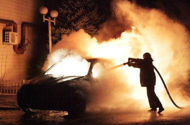 На Оболони возле ТРЦ дотла сгорело авто