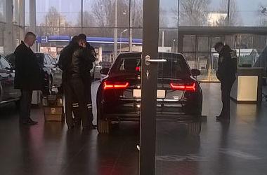 Во Львове мужчина не нашел денег на маршрутку и решил украсть элитное авто