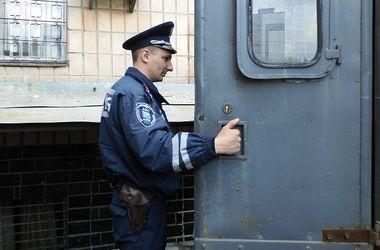 Под Киевом парни поймали рецидивиста, ограбившего училище