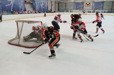 В Киеве прошел первый матч финальной серии чемпионата по хоккею
