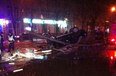 В центре Харькова перевернулся внедорожник