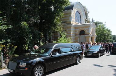 Милиция поймала вандалов, которые воровали памятники с кладбища в Киеве