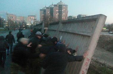 В ходе акции против новостройки в Днепровском районе Киева ранен милиционер