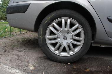 В Киеве авто наехало на ногу журналисту, который брал интервью