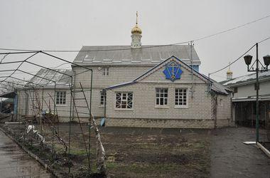 Скандального экс-священника из Бортничей осматривают психиатры, а новый настоятель провел в храме дезинфекцию и молебен