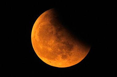 Жители Земли смогут наблюдать самое короткое за целое столетие полное лунное затмение