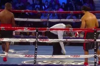 Во время боя у боксера из трусов выпал телефон