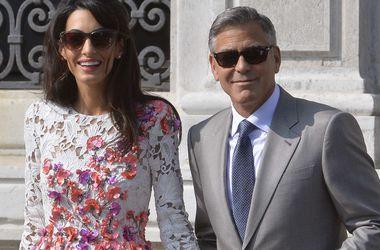 Джордж Клуни признает, что жена умнее его