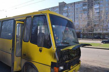 В Запорожье на ходу загорелась маршрутка с людьми