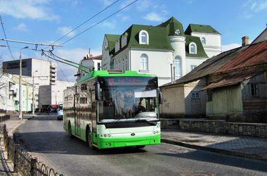 На Волыни автомобиль протаранил троллейбус, пока в него заходили пассажиры