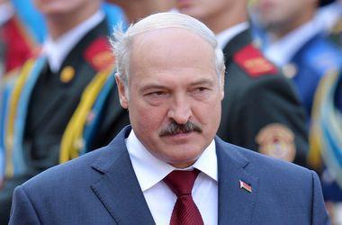 Лукашенко допускает, что Россия поставляет оружие боевикам в Донбассе