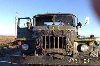 На Луганщине грузовик военных подорвался на фугасе, есть  погибшие