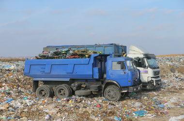 """В столице нашли """"фонящий"""" мусоровоз"""