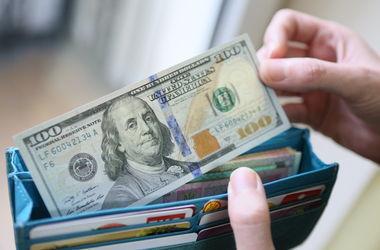 Курс доллара в обменниках опустился до 25,51 грн