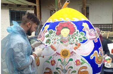 Как в Киеве готовятся к фестивалю гигантских писанок