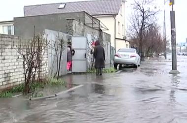 В Одессе в результате сильного ливня и штормового ветра повалено более 30 деревьев
