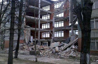 Во Львове обвалилась стена пятиэтажного здания