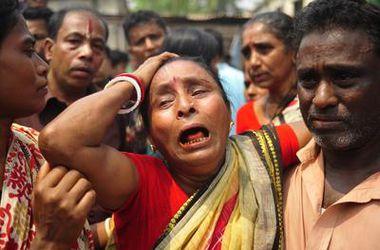 Пассажирский автобус в Бангладеш на полном ходу протаранил дерево: десятки погибших
