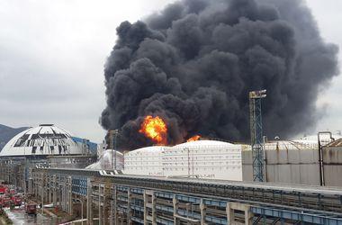 Из-за пожара на химзаводе в Китае эвакуировали почти 30 тысяч человек