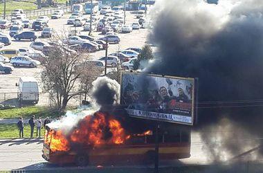 Во Львове дотла сгорел троллейбус