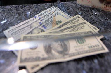 Курс доллара в кассах банков снизился