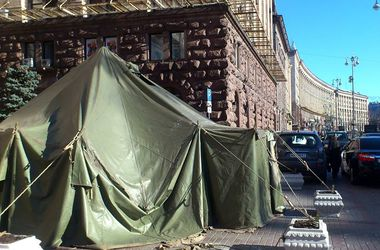 С Крещатика забирают прямо в армию – на улице установили специальную палатку