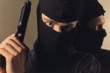 Разбойники в масках со стрельбой напали на АЗС во Врадиевке