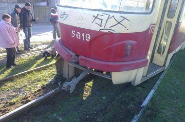 В столице с рельс сошел трамвай с пассажирами