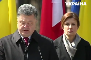 Порошенко вместе с Коморовским посетили мемориальный комплекс Быковнянские могилы