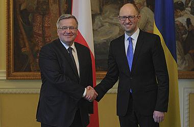 Яценюк: Европа должна стоять на двух ногах: одна - диалог Берлина и Парижа, а вторая - диалог Варшавы и Киева