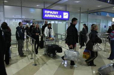 """В аэропорту """"Борисполь"""" поймали двух грузчиков, воровавших багаж пассажиров"""