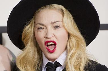 Известный певец в ужасе после поцелуя Мадонны