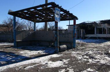 Обстановка в Донецке: танковый бой в пригороде, разрушенные дома и кладбища