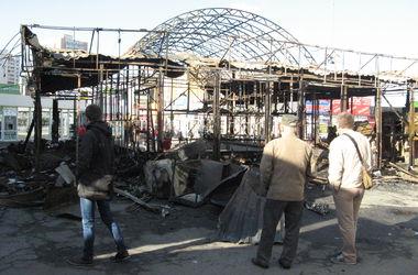 """Как выглядит площадь возле метро """"Позняки"""" после масштабного ночного пожара"""