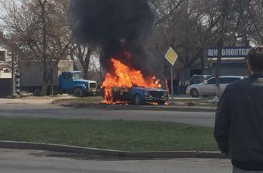 В Харькове сгорел дотла автомобиль торговца бензином