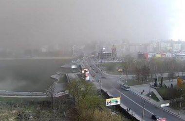 Аномальная песчаная буря накрыла Хмельницкий