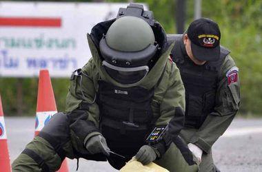 Бомба, спрятанная в мусорном баке, ранила трех человек в Бангкоке