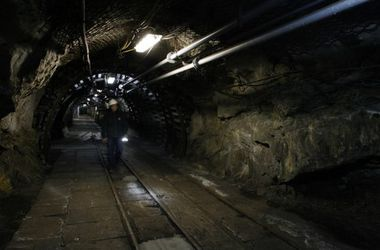 Порошенко согласился выделить деньги на зарплаты шахтерам